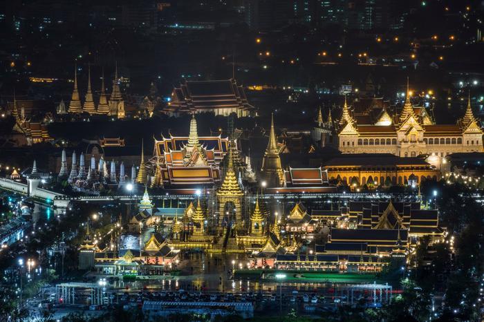 Khu vực xung quanh hoàng cung sẽ bị phong tỏa trong ngày 26/10. Ảnh: Reuters.