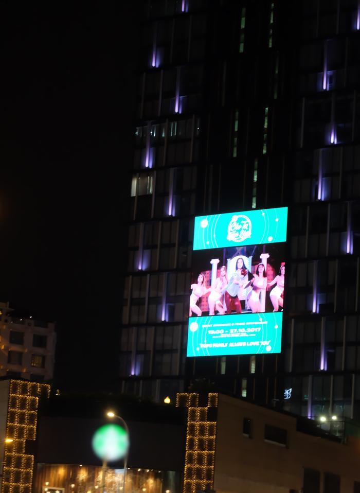 Billboard được các fan bí mật chuẩn bị và mua tặng Chi Pu.