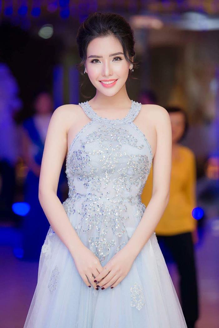 Trước khi đạt danh hiệu Á hậu 2, Khánh Phương từng theo học ngành Quản trị Kinh doanh của ĐH Nha Trang.