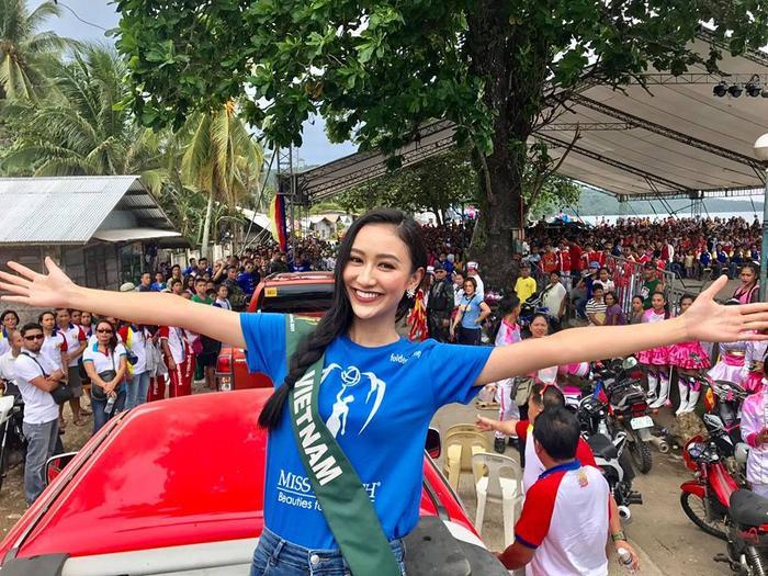 Kết thúc thử thách Mặt mộc, Á hậu Hà Thu cùng 5 thí sinh khác tham gia vào các hoạt động ý nghĩa tại Manay – một mảnh đất tuyệt vời ở Philippines. Cô được lãnh đạo và người dân nơi đây chào đón nhiệt tình.
