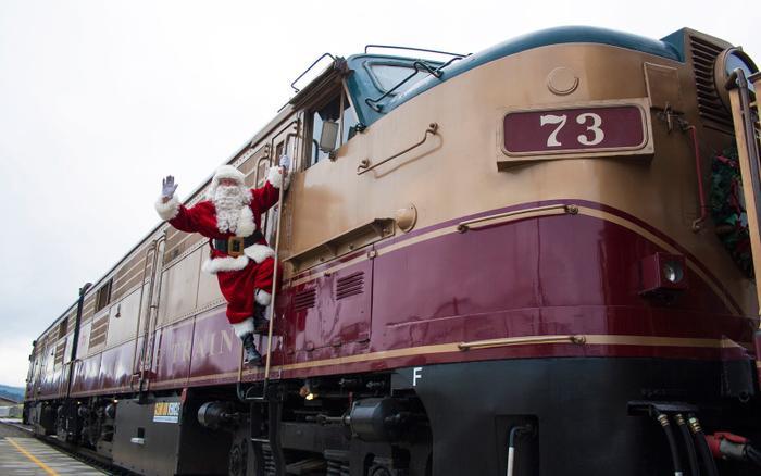 Nào cùng vác ba lô và leo lên chuyến tàu của ông già Noel để tìm không khí Giáng sinh ảnh 0