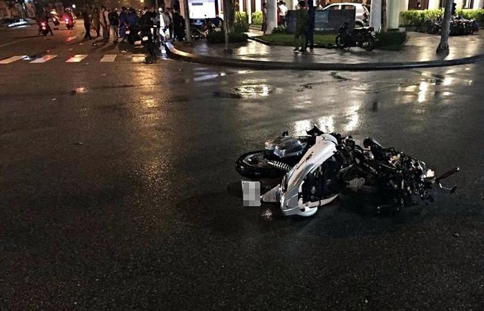 Xe náy SH bị biến dạng hoàn toàn sau tai nạn. Ảnh: Facebook