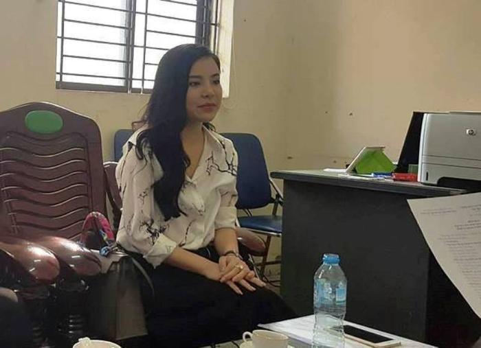 Bà Nguyễn Thu Trang trong ngày lên làm việc với Đội quản lý thị trường số 6.