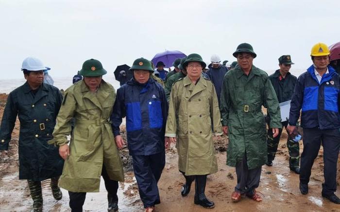 Phó Thủ tướng Trịnh Đình Dũng chỉ đạo công tác phòng chống bão số 12 tại Phú Yên. Ảnh: Vietnamnet