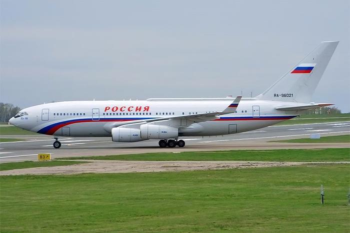 Il-96-300PU có chiều dài 64,7 m, sải cánh 65 m, trọng lượng cất cánh tối đa 270 tấn. Máy bay được nâng cấp rất nhiều so với phiên bản gốc nhằm đáp ứng các tiêu chuẩn về tiện nghi, độ an toàn dành cho việc chuyên chở nguyên thủ quốc gia. Ảnh: Không quân Nga.