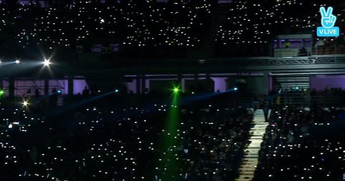 Cả sân vận động tưởng chừng như biến thành concert riêng của 3 mẩu EXO.