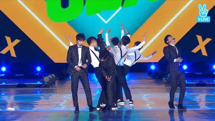 Chen, Baekhyun và Xiumin bùng nổ với những màn vũ đạo khoẻ khoắn.