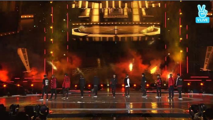 Wanna One trở lại sân khấu với Burn It Up.