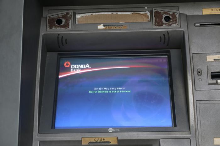 """Máy ATM của ngân hàng Đông Á """"đang bảo trì""""."""