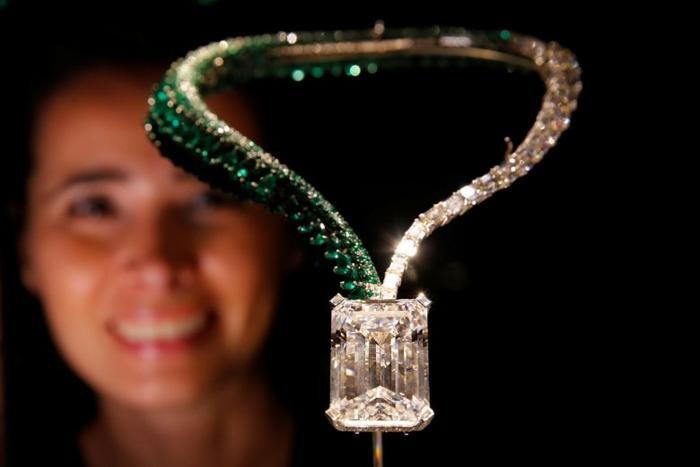 Viên kim cương khủng được bán với giá gần 34 triệu USD.