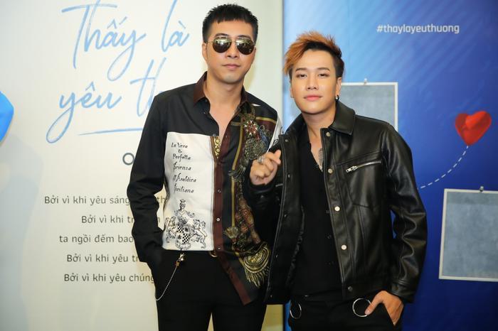 MV Thấy là yêu thươngcủa OnlyC với sự tham gia diễn xuất của Lou Hoàng. Bài hát có ca từ mới mẻ, giai điệu tươi vui, mang đến cho người nghe một trải nghiệm mới về câu chuyện của những ai yêu nhau ở khoảng cách hàng trăm ngàn cây số.