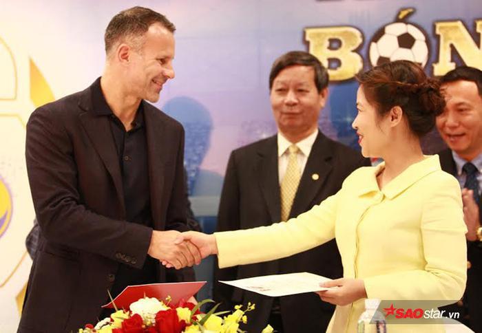 Ryan Giggs giúp Việt Nam dự World Cup 2030, Paul Scholes muốn gửi con sang PVF