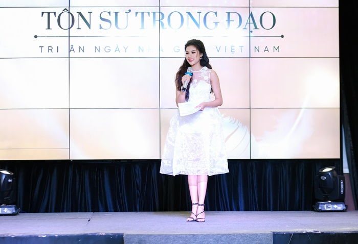 Trong sự kiện, Nguyễn Thị Thành tự tin làm MC và nhận được sự cổ vũ nồng nhiệt từ những người có mặt.