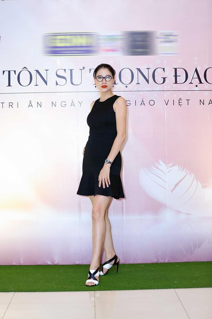 Dù không còn tham gia các sàn diễn thời trang song Trang Trần vẫn giữ được vóc dáng mảnh mai, quyến rũ.