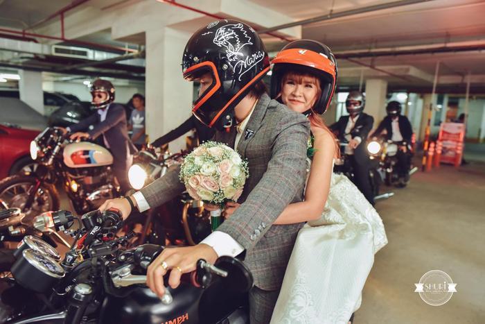 Chú rể cực ngầu khi đón dâu bằng mô tô.