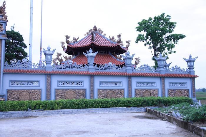 Nhà thờ họ Nguyễn Quốc tọa lạc trên diện tích 4.500 m2, nội khuôn viên là 3.500 m2 với nhiều công trình lớn nhỏ như cổng tam quan, lầu bát giác, tả hữu vu, đại điện, ngũ hành sơn…