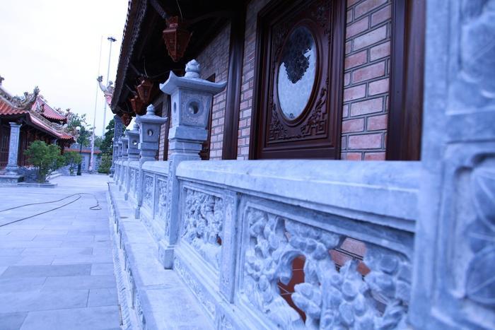 Nhà thờ được xây dựng từ tháng 8/2014 đến tháng 11/2016 mới hoàn thành, huy động thợ của nhiều vùng miền khác nhau: thợ mộc (Nam Đàn, Bắc Ninh, Nam Định, Hà Tây); thợ xây, đắp, lợp (Huế, Hà Nội); thợ đúc (Bắc Ninh)…