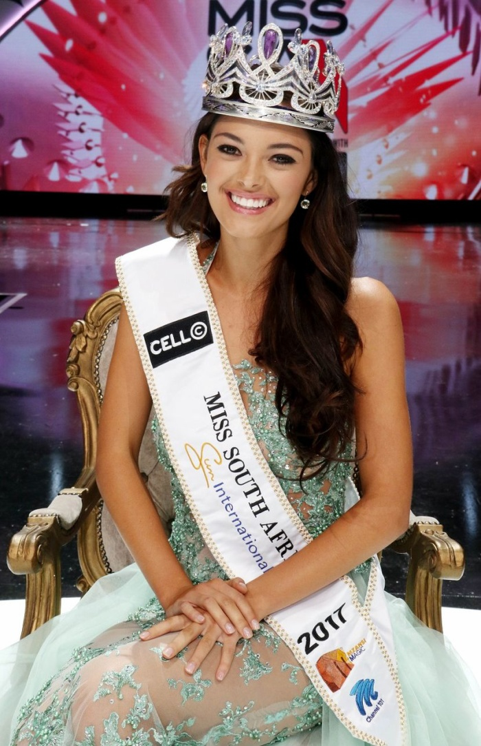 Một tháng trước khi đăng quang Miss South Africa, người đẹp 22 tuổi đã từng bị bắt cóc, dí súng vào đầu.