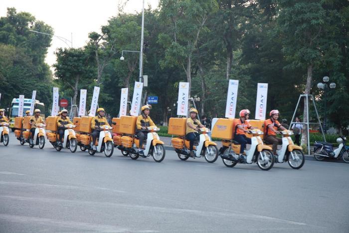 Đoàn xe mang thương hiệu Bưu điện Việt Nam hưởng ứng sự kiện Online Friday 2016.