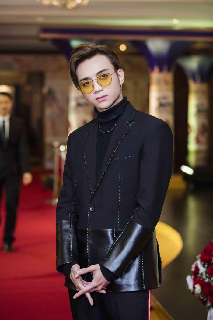 Soobin Hoàng Sơn điển trai trước giờ G.
