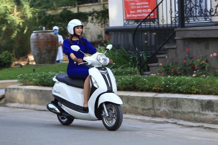 Yamaha tặng ngay dây chuyền vàng PNJ trị giá 2 triệu đồng cho quý cô rước xe Grande về nhà ảnh 0