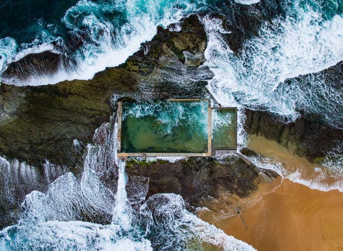 Thủy triềulên khiến sóng đánh vào hồ nhân tạo được xây dựng từ những năm 1930 ở Sydney, Australia.Bức ảnh tuyệt vời này đã giúp nhiếp ảnh gia Todd Kennedy đứng đầu trong hạng mục Trên không.