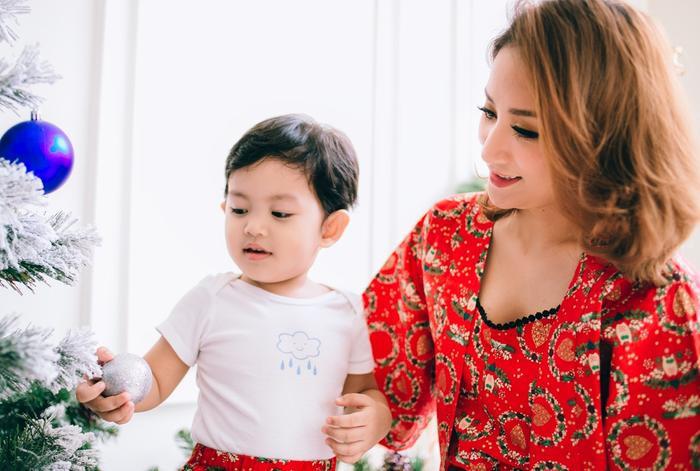 Khánh Thi cho biết từ ngày có Kubi, không khí những ngày lễ hội như Giáng sinh hay năm mới của gia đình luôn đầy ắp tiếng cười.