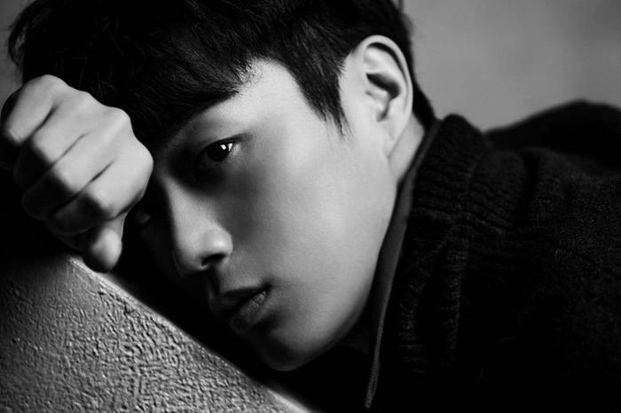 Trường nhóm Highlight(tiền thân là nhóm BEAST) là Yoon Dojoon sẽ thủ vai diễn viên hạng A Ji Su Ho trong Radio Romance