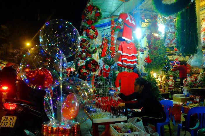Xuất xứ của bong bóng đèn led đang được bày bán tràn lan này là từ Trung Quốc.