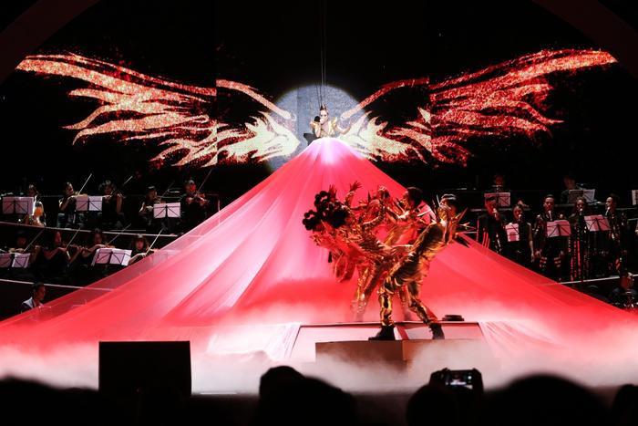 Fire Phoenixlà nơi Thu Minh nhìn lại chặng đường âm nhạc gần 25 năm.