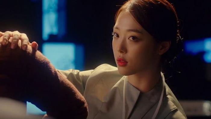 Yoona dẫn đầu Top 10 nữ idol kiếm tiền giỏi nhất mảng phim ảnh năm 2017 ảnh 12