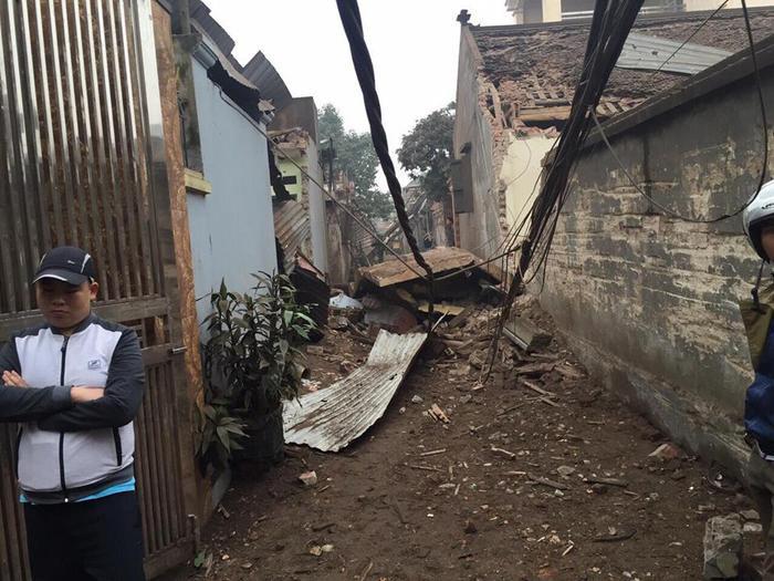 Vụ nổ khiến nhiều ngôi nhà bị hư hỏng.