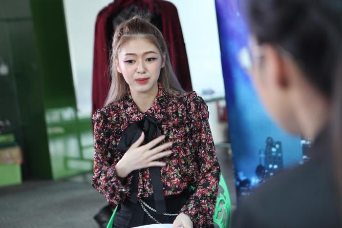 Liz Kim Cương có phần sắc sảo.