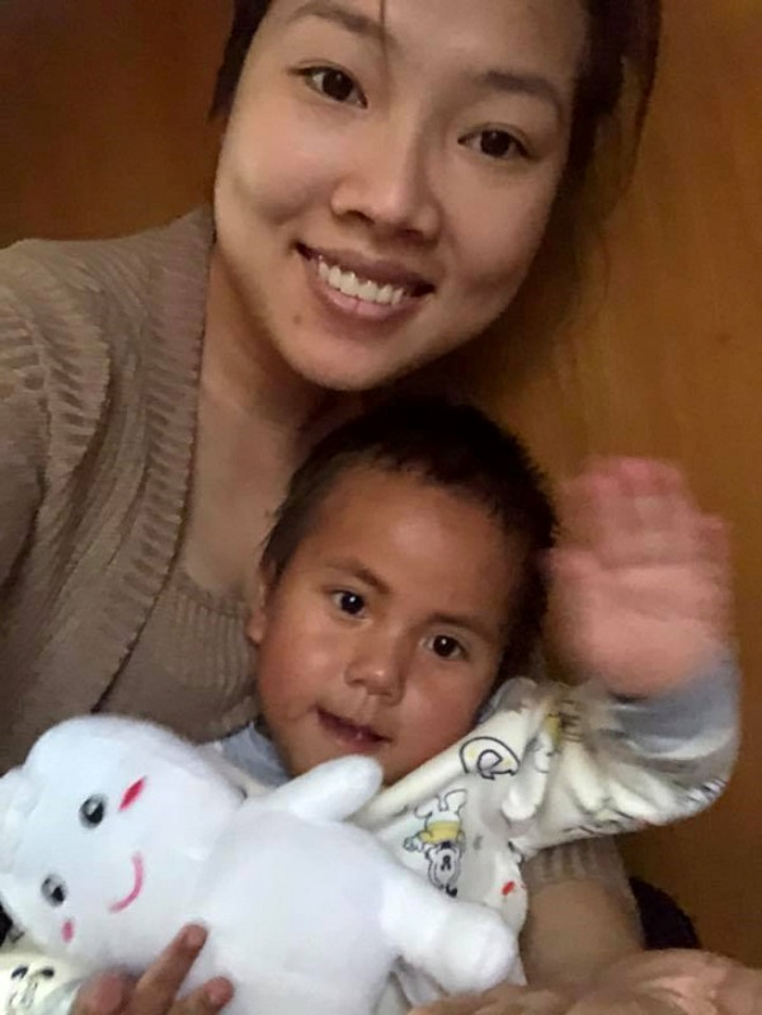 Em bé ở Mường Lát được vợ chồng Sài Gòn nhận nuôi phải nhập viện