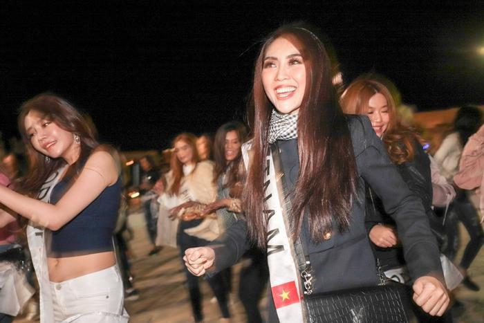 Tường Linh nỗ lực hết mình dù ngã bệnh tại Hoa hậu Liên lục địa 2017