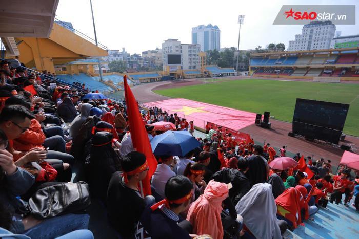 SVĐ Hàng Đẫy là một trong những địa điểm xem U23 Việt Nam có màn hình to ở Hà Nội. Ảnh: Thế Việt.