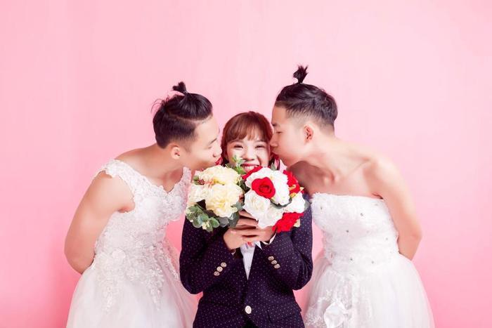 Bộ ảnh có 1-0-2 của ba chị em Anh Minh.