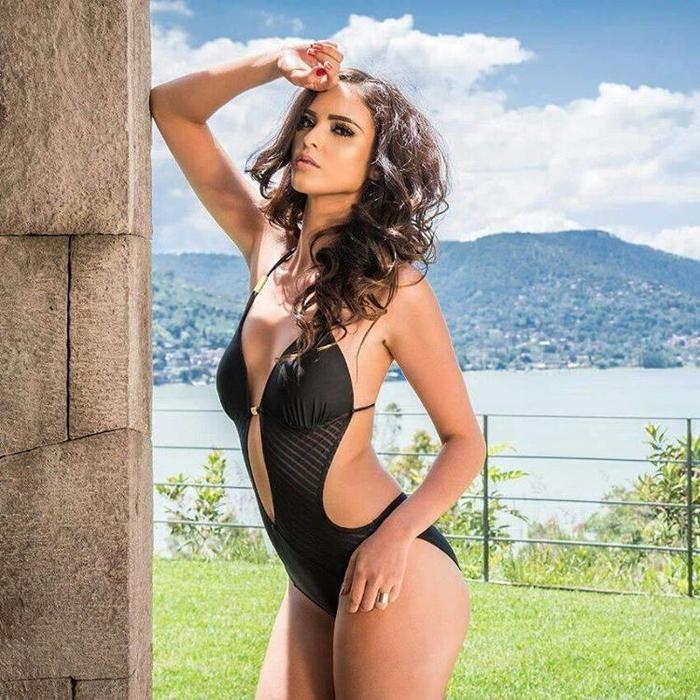 Nhan sắc nóng bỏng của tân Hoa hậu Liên lục địa có thật sự làm 'vòng eo 53 cm' Tường Linh lu mờ?
