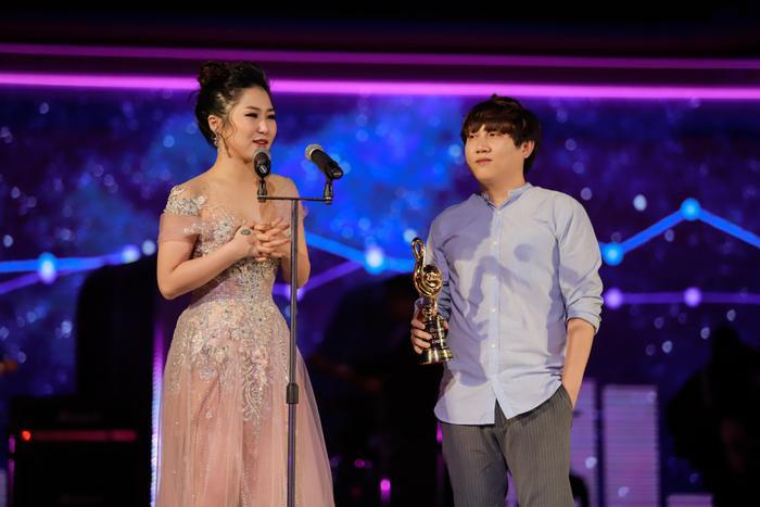 Nữ ca sĩ Hương Tràm nhận giải Nữ ca sĩ được yêu thích nhất và Ca khúc Pop Ballad được yêu thích nhất.
