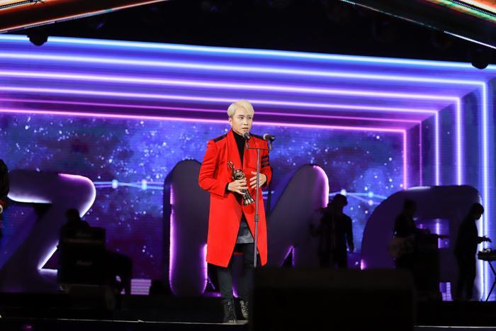 Rapper Karik nhận giải Ca khúc Rap/Hiphop được yêu thích.