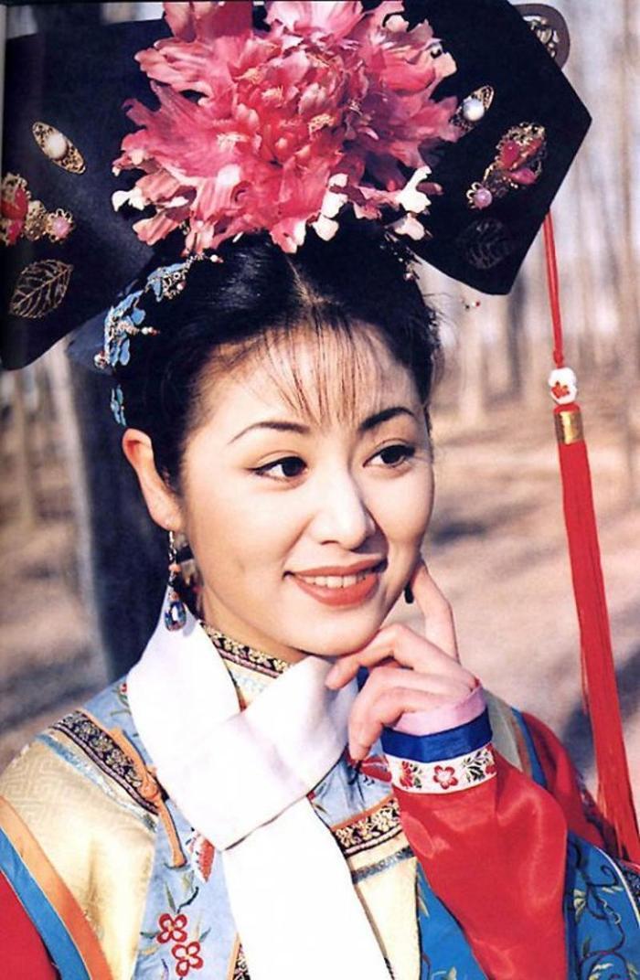 Suýt nữa nữ diễn viên đã bị từ chối vào vai Hạ Tử Vy, chính nữ sĩ Quỳnh Dao là người đã đứng ra bảo lãnh cho cô.