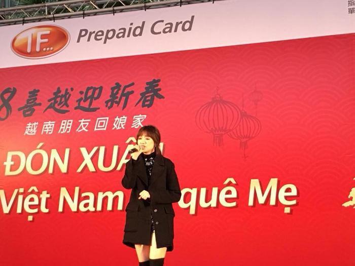 Vì thời tiết khắc nghiệt, e-kip đã không kịp ghi lại nhiều khoảnh khắc của nữ ca sĩ trên sân khấu.