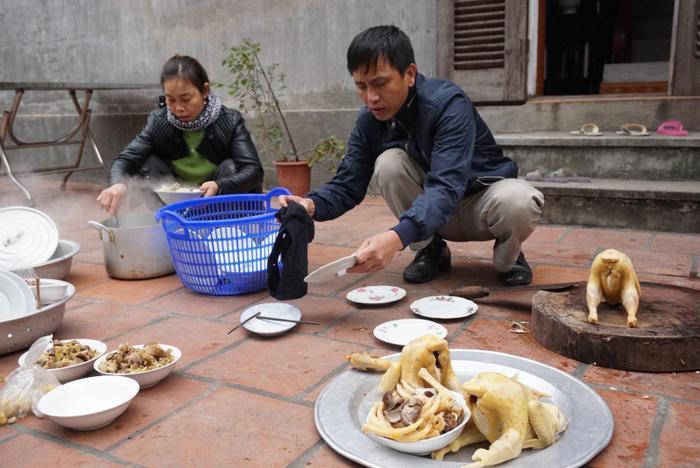 Quê nhà thịt gà, mổ lợn chờ đón Quang Hải về.