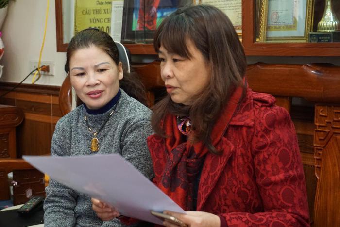 Nhiều người hâm mộ đến nhà Quang Hải chúc mừng.