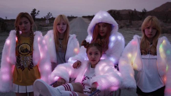 """Phải gọi Yeri là """"ngôi sao băng"""" đến với Red Velvet bởi từ sau khi thêm cô nàng, sự nghiệp của nhóm đã thực sự thăng hoa."""