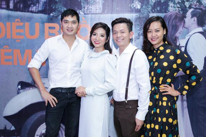 Diễn viên Hồng Ánh và Minh Luân đến chung vui cùng hai người bạn của mình.