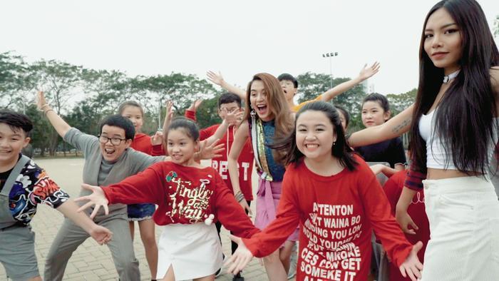 Thiều Bảo Trang bất ngờ kết hợp Vũ Thảo My quậy hết cỡ trong MV đầu năm ảnh 5