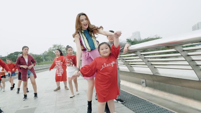 Thiều Bảo Trang bất ngờ kết hợp Vũ Thảo My quậy hết cỡ trong MV đầu năm ảnh 6