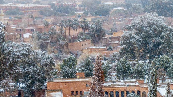 Thị trấn Ain Sefra bị tuyết bao phủ trắng xóa.
