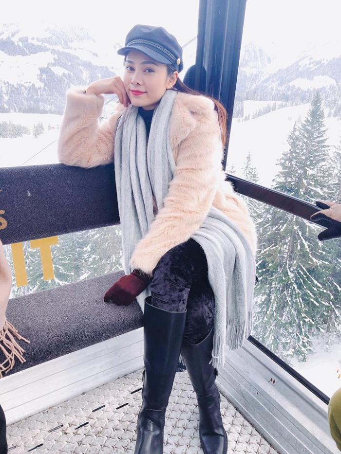 Trưởng nhóm nhạc SGirls – Lưu Hiền Trinh – có chuyến lưu diễn tại châu Âu. Trên trang cá nhân, cô thường xuyên cập nhật hình ảnh mới với phong cách sành điệu.